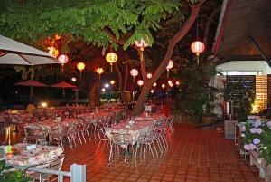 Nong Nooch dinner area_7973.JPG