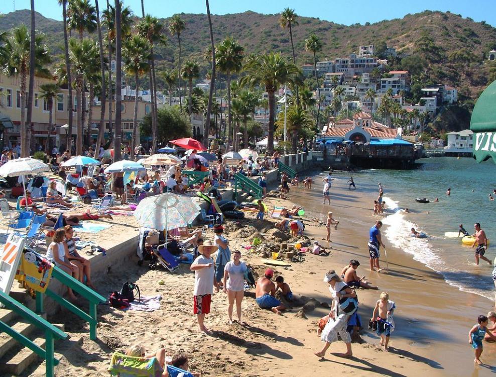 1024px-Beach_Avalon_Catalina_California_2003-22-19.jpg