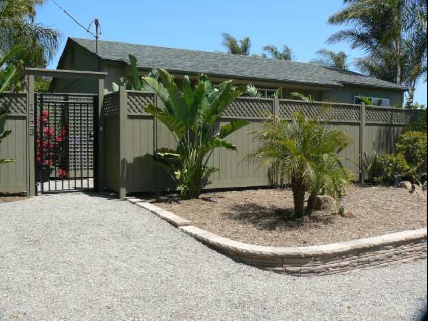 Screenshot-2018-3-11 1723 Eucalyptus Ave, Encinitas, CA 92024 - Front entryway gate.png