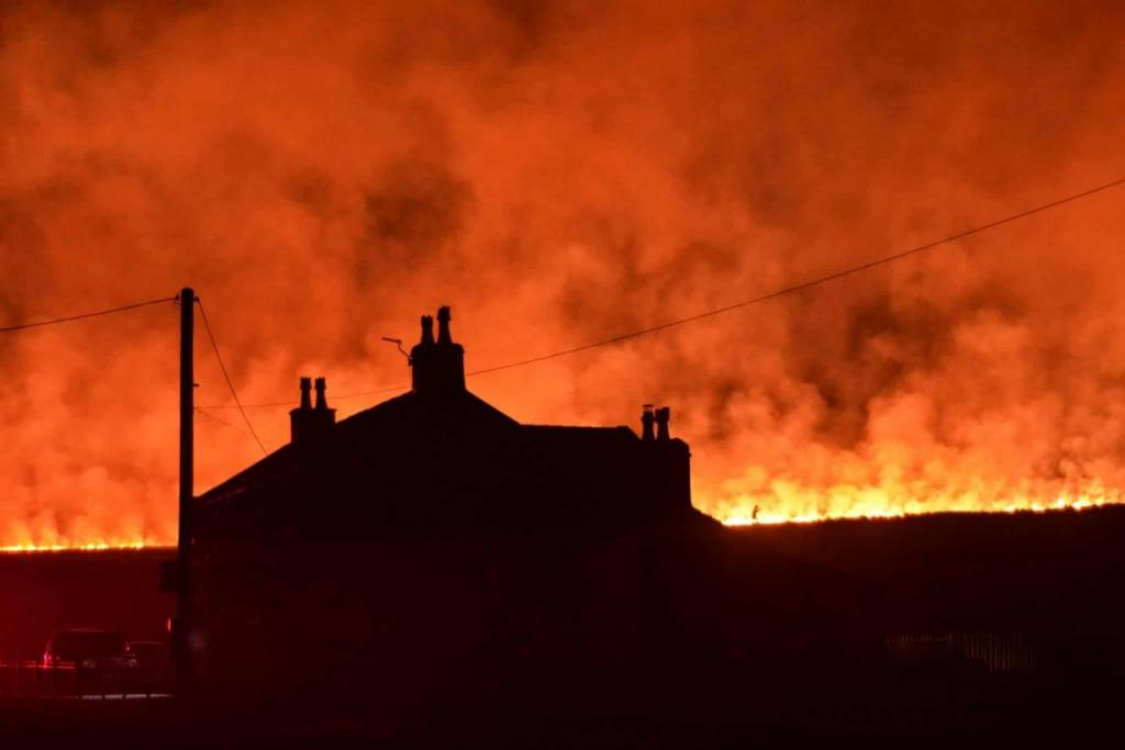 Marsden-Moor-Fire-picture-courtesy-of-Nick-Lawton.thumb.jpg.0cfa83530c05b95caec8e7ab7ec98c21.jpg